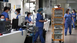 Avec l'afflut de patients atteints du Covid-19, l'hôpital Ambroise Paré de Boulogne-Billancourt (Hauts-de-Seine), doit réorganiser ses services. Photo d'illustration. (ALAIN JOCARD / AFP)
