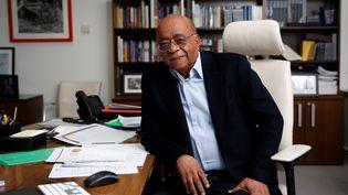 L'homme d'affaires soudano-britannique Mo Ibrahim initiateur et dirigeant de la fondation qui soutient la bonne gouvernance et le leadership de qualité sur le continent africain. (HOLLIE ADAMS / AFP)