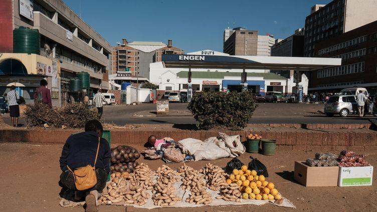 Un marchand de légumes à Harare au Zimbabwe, le 2 août 2018. (JEMAL COUNTESS/REDUX-REA)