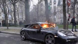 """Les policiers ont filmé pendant plusieurs heures le parcours d'un casseur qui s'est déchaîné en marge de la manifestation des """"gilets jaunes"""" samedi 9 février. (FRANCE 2)"""