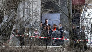 Des proches de victimes du crash de l'Airbus de Germanwings arrivent à Seyne-les-Alpes, jeudi 26 mars 2015. (JEFF PACHOUD / AFP)