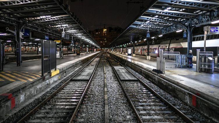 Une photo de la Gare de l'Est prise le lundi 23 décembre 2019. (STEPHANE DE SAKUTIN / AFP)