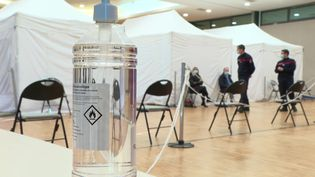 Un centre de vaccination mobile à Angerville en Essonne. (FRANCEINFO)
