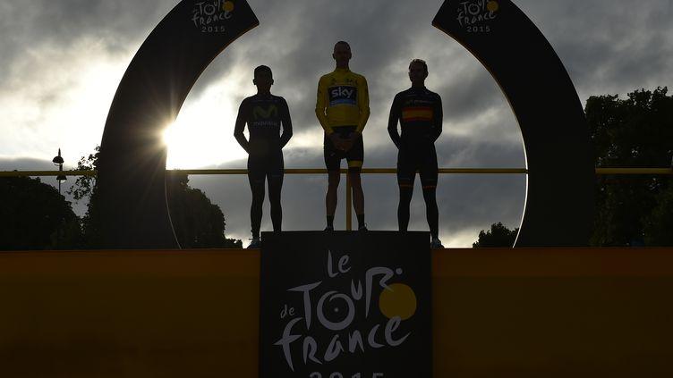 Christopher Froome,Nairo Quintana etAlejandro Valverde sur le podium du Tour de France 2015, à Paris, le 26 juillet 2015. (JEFF PACHOUD / AFP)