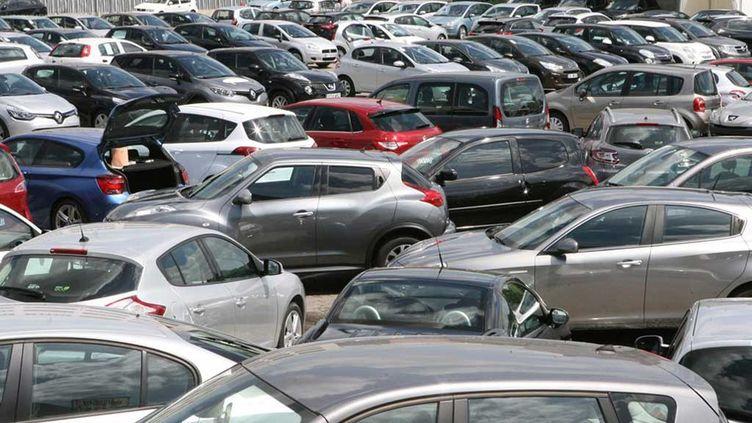 (Arnaques au kilométrage, à la plaque d'immatriculation, au contrôle technique : la moitié des voitures contrôlées présentaient une infraction © MAXPPP Ludovic Petiot)