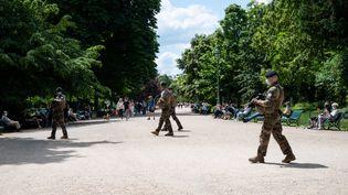 Des militaires au Parc Monceau à Paris le 6 juin 2021. (RICCARDO MILANI / HANS LUCAS / AFP)