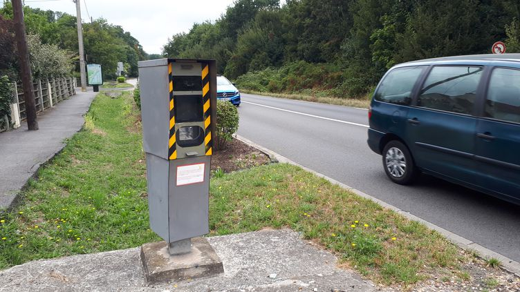 Un radar routier au Mesnil-le-Roi (Yvelines). (MARINE CHAILLOUX / RADIO FRANCE)