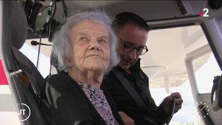 Marie-Louise Royer, 101 ans, a effectué un baptême de l'air (France 2)