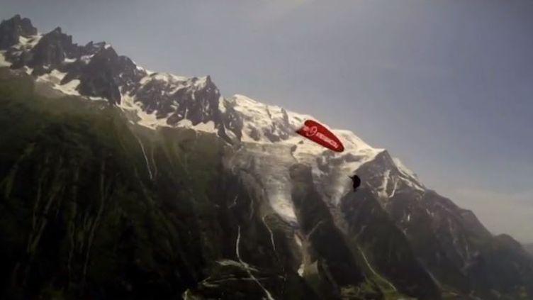 Rencontre avec un passioné de parapente acrobatique. (FRANCE 3)