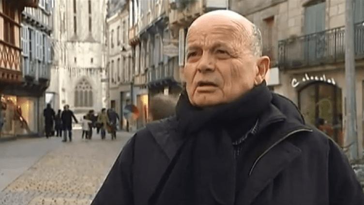 Capture d'écran d'un reportage de France 2 dans lequel le curé de Quimper (Finistère) affirme être favorable au mariage des homosexuels. ( FRANCE 2 / FRANCETV INFO)