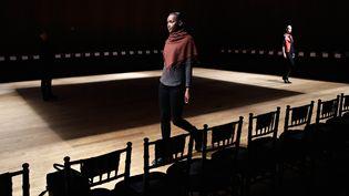 """Répétitions le 11 février pour le """"Josie Natori Fashion Show"""" à New York. La """"Mercedes-Benz Fashion Week Fall 2015"""" au Dimenna Center for Classical Music.  (Cindy Ord / GETTY IMAGES NORTH AMERICA / AFP)"""