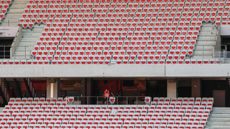 La recrudescence des cas de Covid-19 dans la région a contraint l'OGC Nice à fermer son stade pour le match contre le PSG.  (VALERY HACHE / AFP)