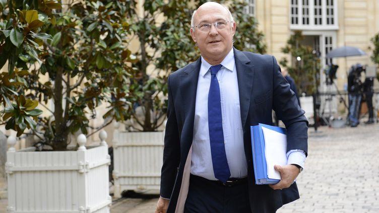 Le ministre du Travail, Michel Sapin, le 4 janvier 2013 dans la cour de Matignon (Paris). (BERTRAND GUAY / AFP)