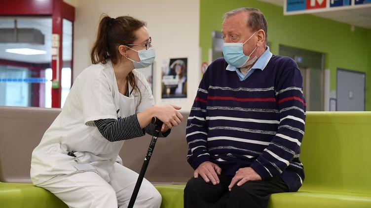 Réeducation de patients post-covid qui presentent des séquelles importantes, au centre hospitalier Jacques Calvé, à Berck-sur-Mer (Pas-de-Calais), le 22 octobre 2020. (MAXPPP)