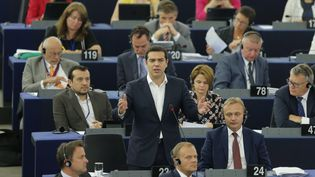 Le Premier ministre grec, Alexis Tsipras, s'exprime dans l'hémicycle du Parlement européen à Strasbourg (Bas-Rhin), le 8 juillet 2015. (VINCENT KESSLER / REUTERS )