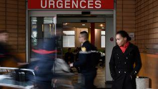 L'entrée desurgences de l'hôpital Cochin, à Paris, en janvier 2017. (PHILIPPE LOPEZ / AFP)