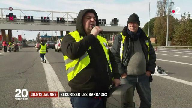 """""""Gilets jaunes"""" : les blocages continuent"""
