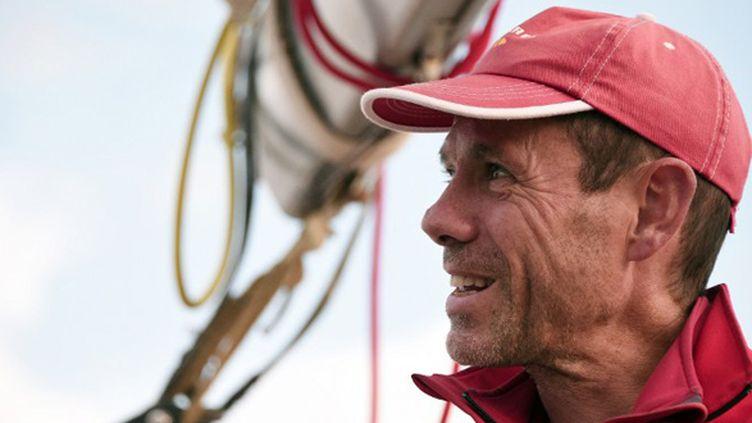 Le skipper Eric Jail, au départ de Saint-Malo