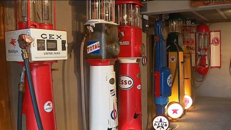 À Millau, dans le sud de l'Aveyron, Claude Manibal collectionne les pompes à essence. (FRANCE 3)