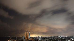 Une vue de Gazaavant le début d'un cessez-le-feu négocié par l'Egypte entre Israël et le Hamas, le 20 mai 2021. (MOHAMMED ABED / AFP)