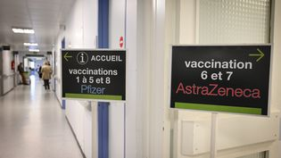 Vaccination au CHU de Limoges, en avril 2021. (THOMAS JOUHANNAUD / MAXPPP)