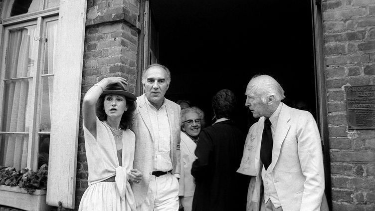 Michel Piccoli et Ludivine Clerc sur le perron de la mairie de Saint Philibert-sur-Risle (Eure) juste après leur mariage le 10 juillett 1978 (- / AFP)