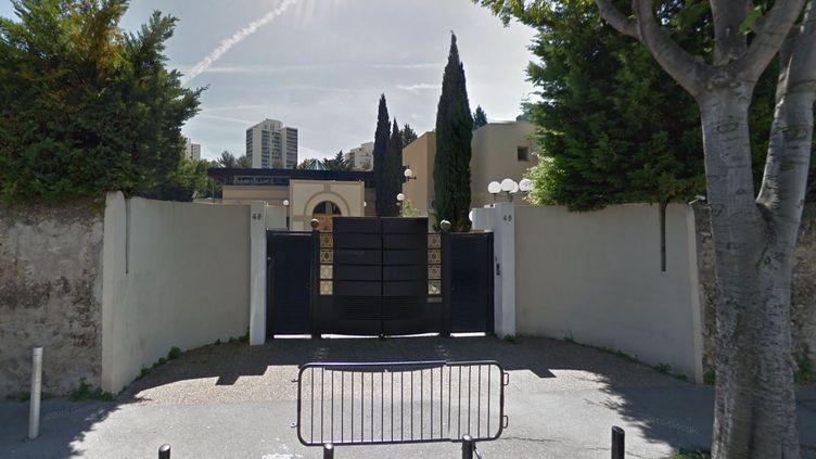 L'enseignant, qui portait une kippa, sortait du centre communautaire Yavné, qui comprend à la fois une école et une synagogue. (GOOGLE STREET VIEW)