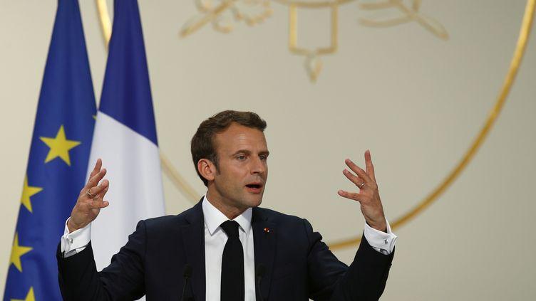 Emmanuel Macron lors d'un discours à l'Elysée lors de la remise du prix Pritzker d'architecture 2019, vendredi 24 mai 2019. (FRANCOIS MORI / AP)
