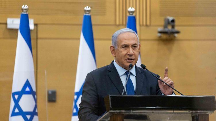 Le Premier ministre israélienBenjamin Netanyahu s'adresse à la Knesset, le Parlement israélien à Jérusalem le 30 mai 2021. (YONATAN SINDEL / AFP)