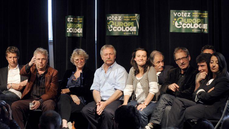 De g. à dr.,Daniel Cohn-Bendit, Eva Joly, José Bové, Cécile Duflot, Noël Mamère et Jean-Paul Besset, à Paris le 5 juin 2009. (STEPHANE DE SAKUTIN / AFP PHOTO)