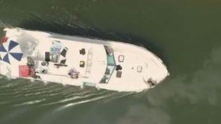 Vue aérienne d'un bateau en Bourgogne (France 2)