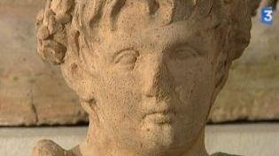 Un rare buste anatomique étrusque au musée du Louvre  (Culturebox)