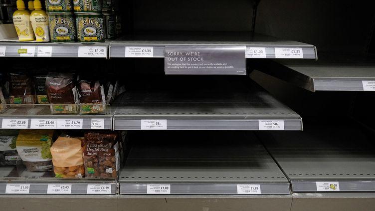 En plus d'une crainte de manquer de provisions, comme lors du premier confinement, certains supermarchés britanniques comme la chaine Iceland, doivent fermer, faute de salariés, ce qui n'était jamais arrivé depuis le début de l'épidémie. (ISABEL INFANTES / AFP)