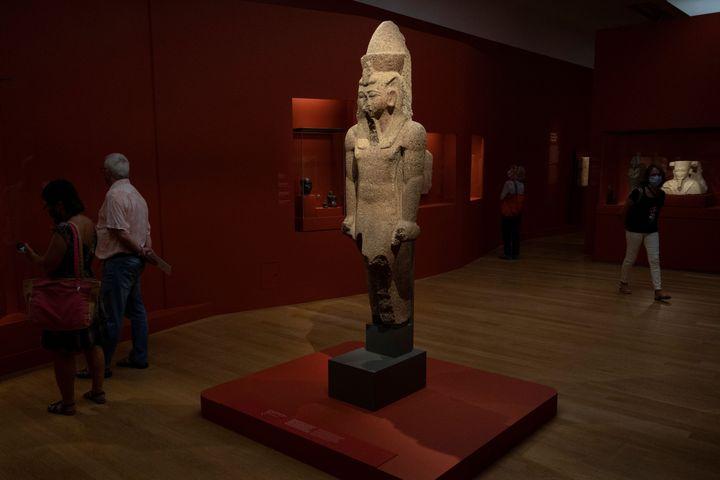 """L'une des statues exposéesau musée Granet d'Aix-en-Provence, le 18 septembre 2020 à la veille de l'ouverture de l'exposition """"Pharaon, Osiris et la momie"""" (CHRISTOPHE SIMON / AFP)"""