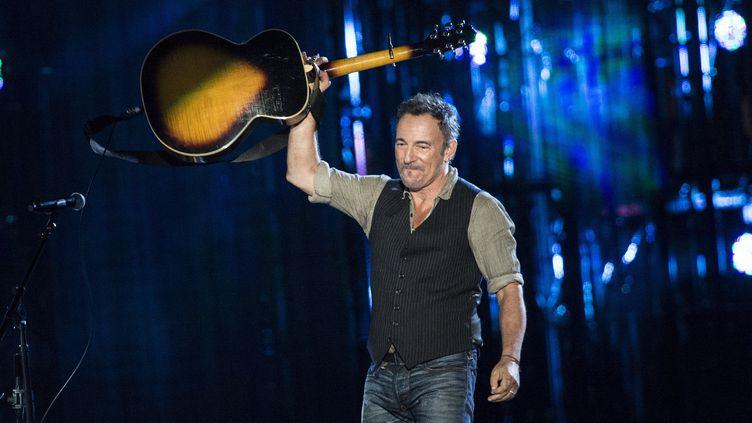 Le chanteur américain Bruce Springsteen lors d'un concert, le 11 novembre 2014 à Washington (Etats-Unis). (BRENDAN SMIALOWSKI / AFP)