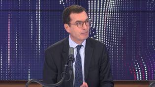 """Jean-Pierre Farrandou, lePDG de la SNCF était l'invité du """"8h30 franceinfo"""", vendredi 26 février 2021. (FRANCEINFO / RADIOFRANCE)"""