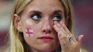 Une fan anglaise après le match face à la Croatie le 11 juillet 2018 à Moscou (Russie). (MANAN VATSYAYANA / AFP)