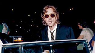 John Lennon à Times Square à New York (Etats-Unis) en août 1980. (MICHAEL OCHS ARCHIVES / MICHAEL OCHS ARCHIVES / GETTY)