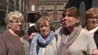 À Sailly-sur-la-Lys (Pas-de-Calais), une usine de lin avait été délocalisée en Pologne il y a une dizaine d'années. L'usine avait marqué des générations d'habitants. D'anciens ouvriers se sont retrouvés pour une journée chargée en émotions. (CAPTURE D'ÉCRAN FRANCE 3)