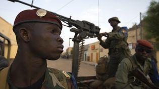 Des soldats maliens déployés à Gao, dans le nord du Mali, le 13 avril 2013. (JOEL SAGET / AFP)