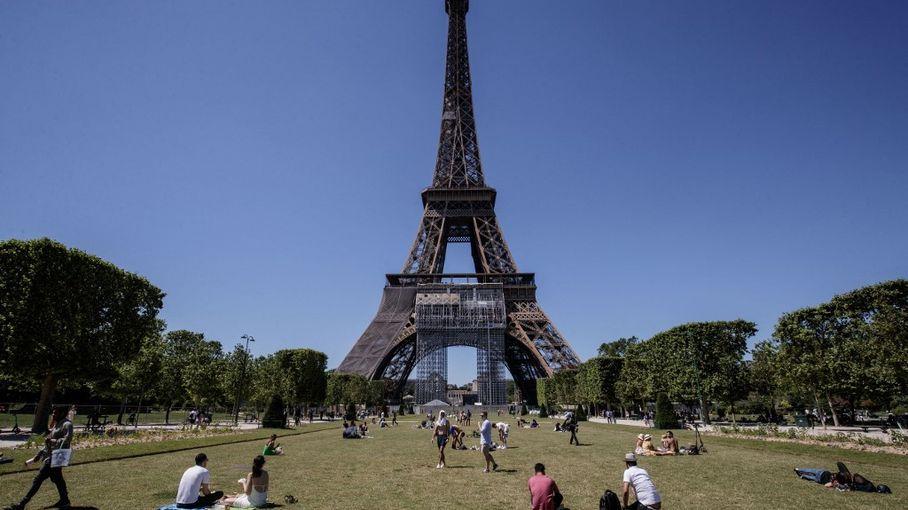 La Tour Eiffel rouvre après neuf mois de fermeture