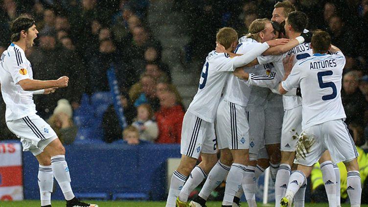 Les joueurs du Dynamo de Kiev fêtent le but d'Oleh Gusev face à Everton, le 12 mars à Goodison Park.  (OLI SCARFF / AFP)