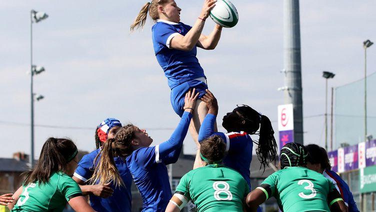 Le XV de France féminin s'impose largement en Irlande ce samedi 17 avril dans le cadre du tournoi des Six Nations féminin 2021.  (PAUL FAITH / AFP)