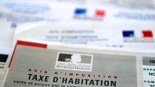 Un avis d'imposition pour la perception de la taxe d'habitation, en février 2014. (PHILIPPE HUGUEN / AFP)