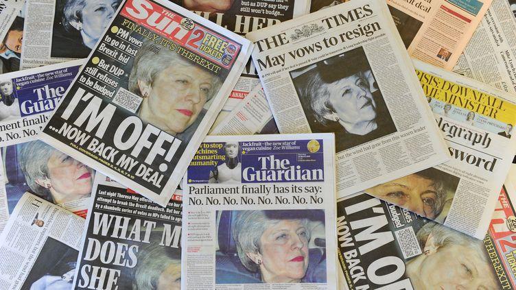 Les unes de la presse britannique, jeudi 28 mars 2019. (DANIEL SORABJI / AFP)