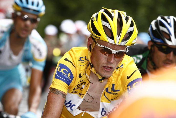Le coureur danois Michael Rasmussen, porteur du maillot jaune, le 22 juillet 2007 lors d'une étape s'achevant au Plateau de Beille, dans les Pyrénées. (STEFANO RELLANDINI / REUTERS)