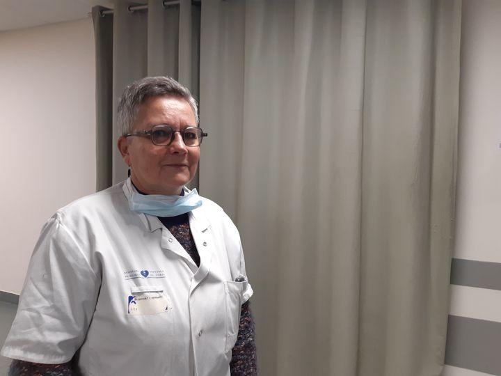 Yannick Tolila-Huet, responsable de la chambre mortuaire de l'hôpital Bichat à Paris. (SOLENNE LE HEN / FRANCEINFO)