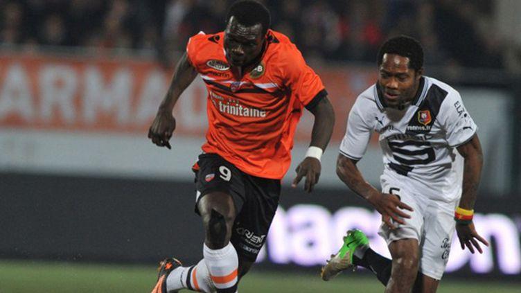 Aboubakar (Lorient) devance Kana Biyik (Rennes) (FRANK PERRY / AFP)