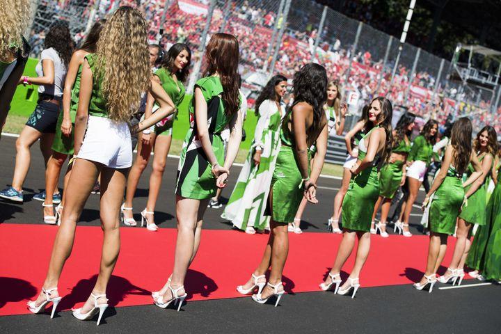 """Des """"Grid Girls"""" à Monza (HOCH ZWEI / HOCH ZWEI)"""