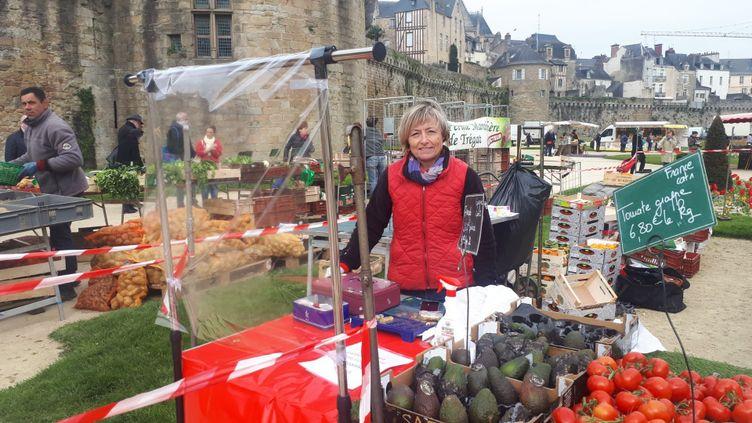 Beatrice sur le marché de plein air de Vannes au jardin des Remparts. (FARIDA NOUAR / RADIO FRANCE)